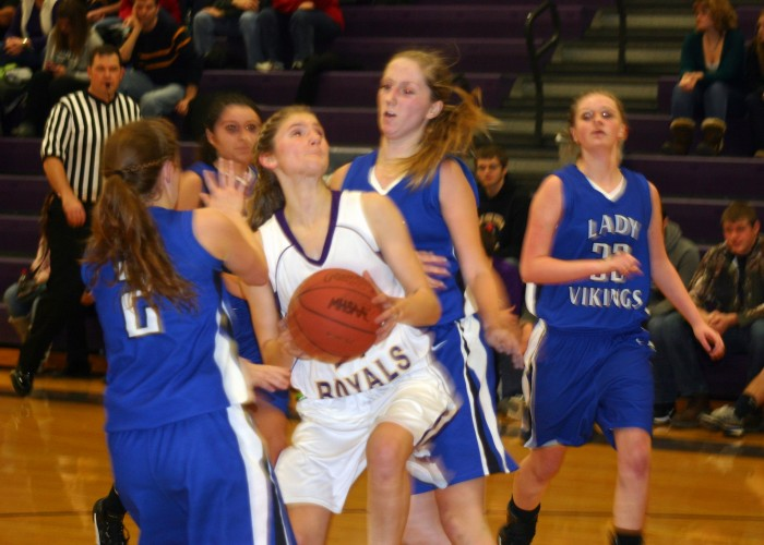 Royal women extend perfect season to 7-0